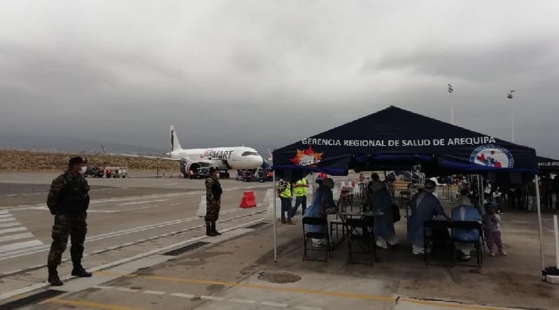 Salud continua vigilancia de vuelos internacionales para detectar casos de COVID 19