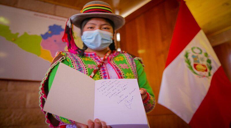 Reconocen a estudiante que ingresó en primer lugar al COER Arequipa