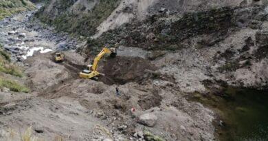 Intensifican trabajos para aperturar drenaje en río Colca