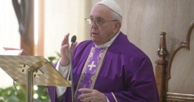 El Papa: no nos lamentemos, el Señor nos consuela y castiga con ternura