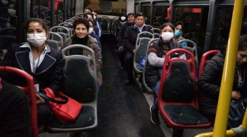 Diecisiete vehículos trasladan a personal de salud hacia los hospitales
