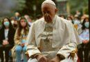 El Papa Francisco y la Iglesia: María intercede por toda la humanidad