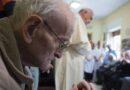 Francisco a sacerdotes ancianos: la fragilidad elevándonos a Dios, nos depura y santifica