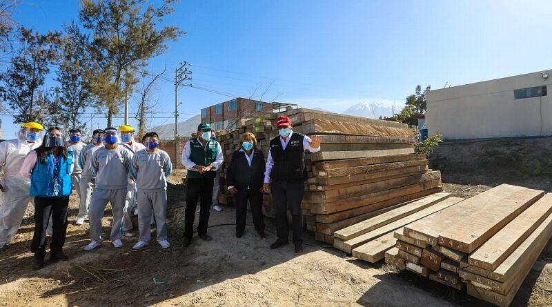 Transfieren madera de cedro a Centro Juvenil Alfonso Ugarte